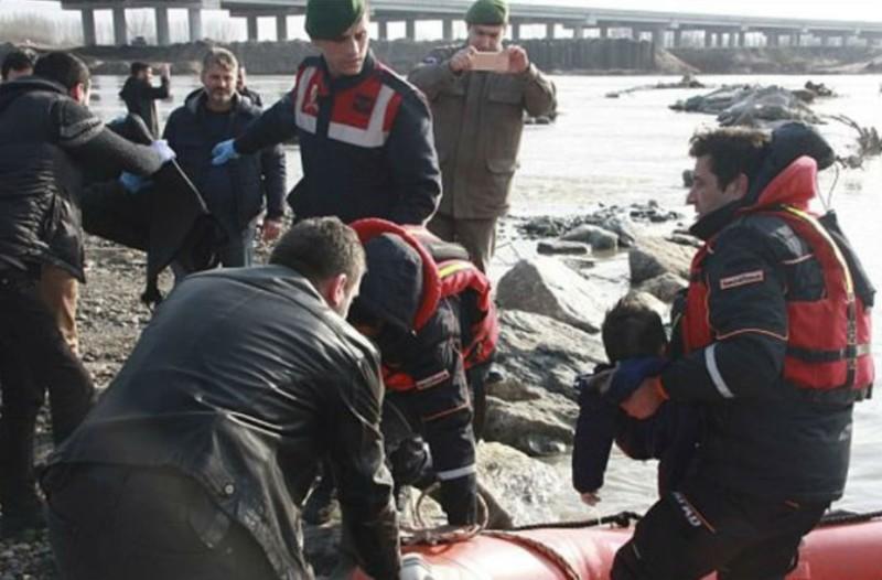 Δύο παιδιά και άλλος ένας πρόσφυγας νεκροί από ανατροπή πλοιαρίου στον Έβρο!
