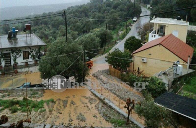 Μεγάλα προβλήματα στα Σφακιά από την έντονη βροχόπτωση! - Πλημμύρισαν σπίτια και έκλεισαν δρόμοι! (Photo)