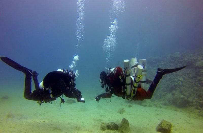 Αδιανόητο: Δεν φαντάζεστε τι εντόπισαν δύτες σε θαλάσσια περιοχή της Βουλιαγμένης! Με ποια δολοφονία που σόκαρε το Πανελλήνιο σχετίζεται! (photos)