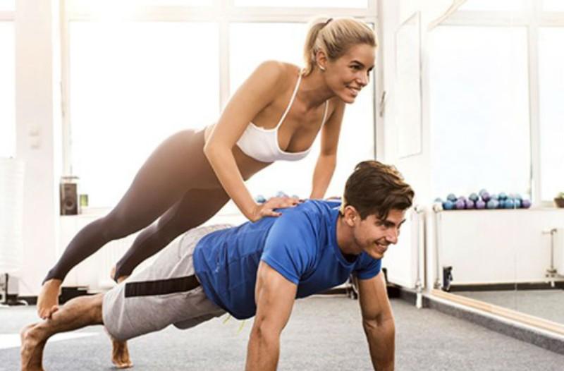 Γυμναστική με το ταίρι σας! Κι όμως υπάρχουν  σοβαροί λόγοι που πρέπει να το κάνετε!