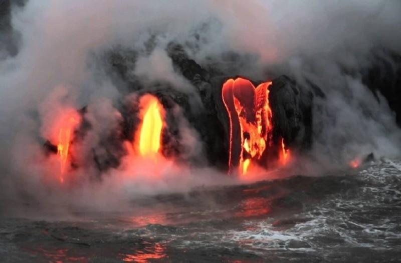 Εικόνες που εντυπωσιάζουν και προκαλούν δέος από το ηφαίστειο της Χαβάης!
