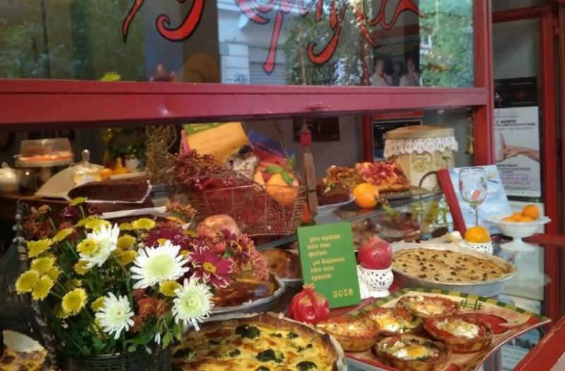 Φιλομήλα: Το μαγαζί που κανείς δεν μπορεί να φάει μόνο ένα κομμάτι από τις πίτες του!