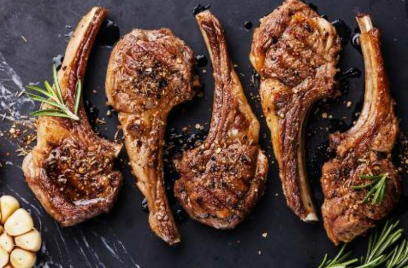 Τσικνοπέμπτη: Όλη η Ελλάδα ψήνει σήμερα - Τι γιορτάζουμε, γιατί ψήνουμε κρέας στη σχάρα!