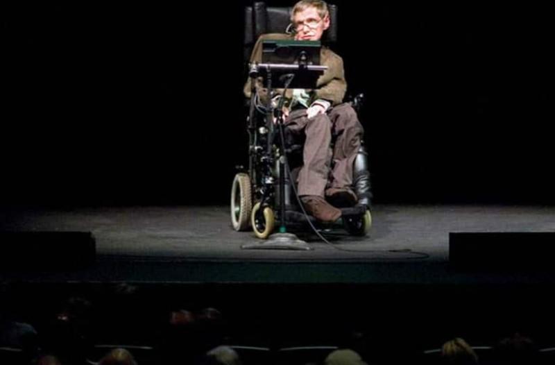 7 διάσημα αποφθέγματα του Στίβεν Χόκινγκ που θα σας βάλουν σε σκέψη!