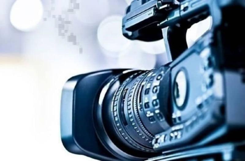 Επική αγγελία: Ζητούν παρουσιάστριες για να λένε τις ειδήσεις... γυμνές!