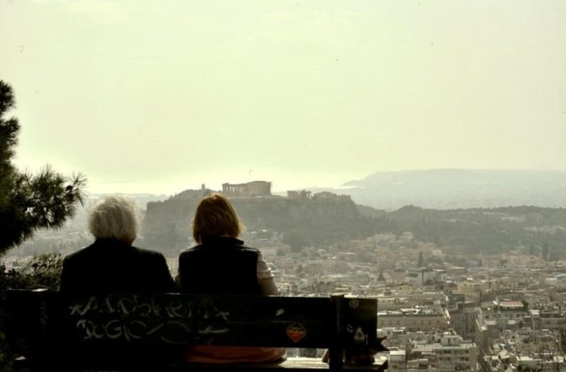 Αποπνικτική η ατμόσφαιρα: Αφρικανική σκόνη και λασποβροχή «έπνιξαν» την Αθήνα! (Photo)