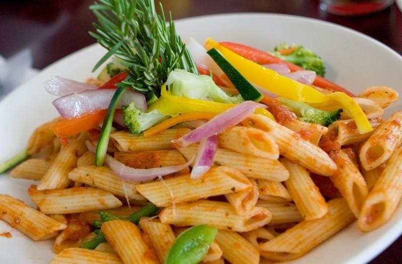 Νοστιμιά με λίγες θερμίδες: Τα λαχανικά που σε χορταίνουν όσο και μια μακαρονάδα!