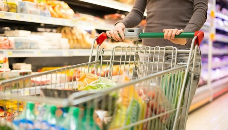 Πανικός σε σούπερ μάρκετ: Πελάτης τα πέταξε όλα, σταμάτησε μπροστά από μια γυναίκα και ναι, έκανε αυτό που φαντάζεστε!