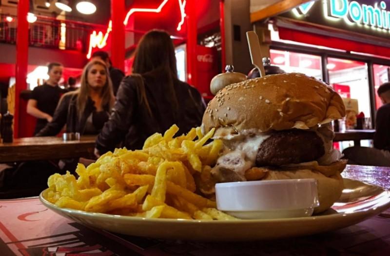 Δεν μπορείτε να φανταστείτε που θα φάτε τα πιο ζουμερά και χορταστικά burgers της ζωή σας!