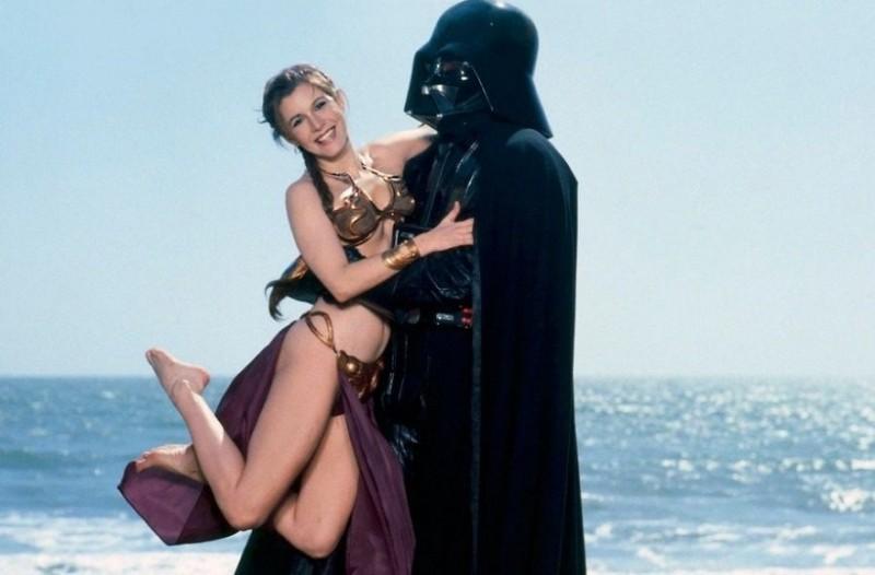 Για του λάτρεις των Star Wars: Το αξέχαστο τοσοδούλι, μίνι, διάφανό και ...χρυσό μπικίνι!