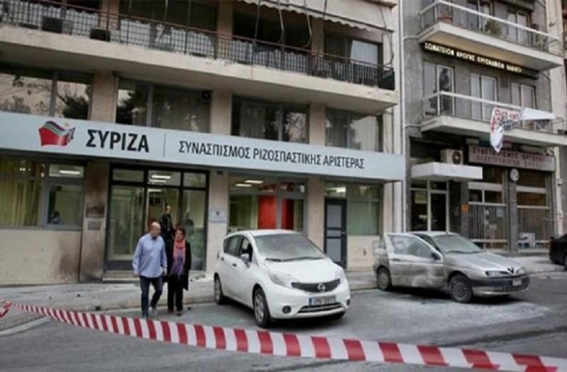 Άγνωστοι επιτέθηκαν στα γραφεία του ΣΥΡΙΖΑ στην Καισαριανή