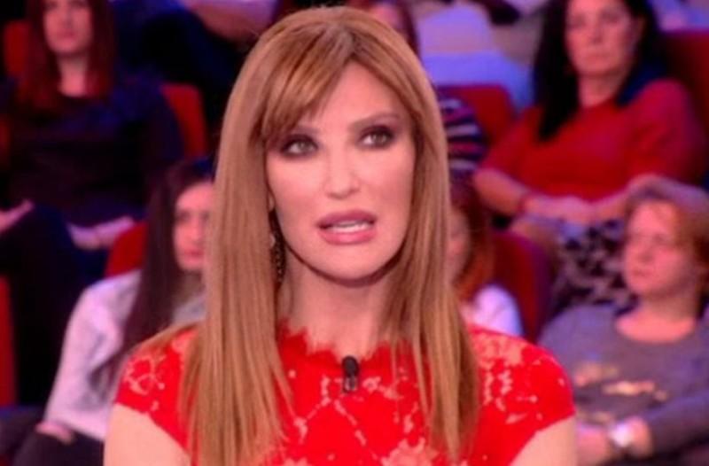 Πάμε Πακέτο: Γνωστός τραγουδιστής στην εκπομπή της Βίκυς Χατζηβασιλείου!