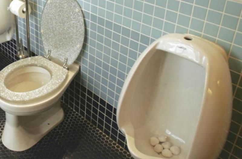 Έπος: Αυτή είναι η πιο γραφική ανακοίνωση σε ελληνική τουαλέτα (Photo)
