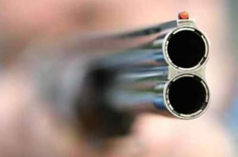 Σοκ: 3χρονο κοριτσάκι πυροβόλησε την έγκυο μητέρα του! - Δίπλα στεκόταν ο ενός έτους αδερφός της!