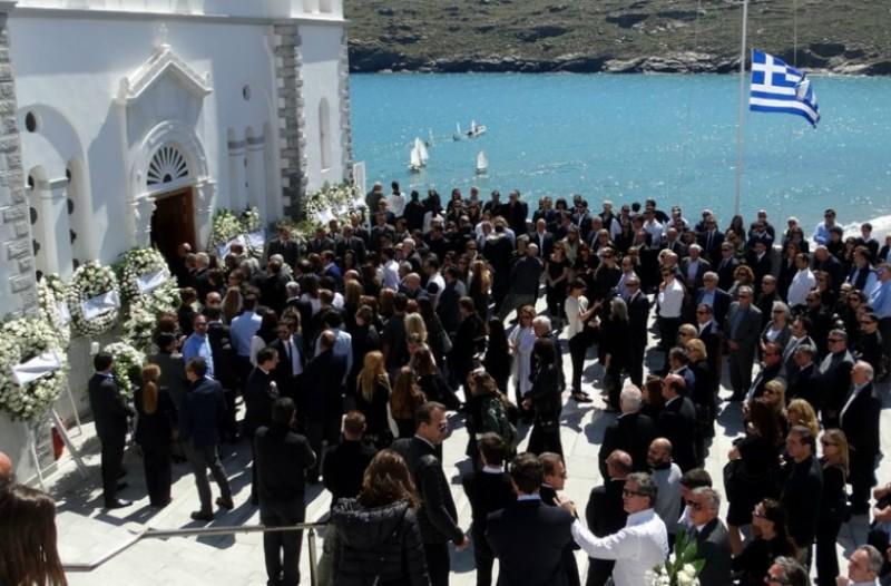 Άνδρος: Ράγισαν καρδιές στο «τελευταίο αντίο» στον Αλέξανδρο Σταματιάδη (Photos)