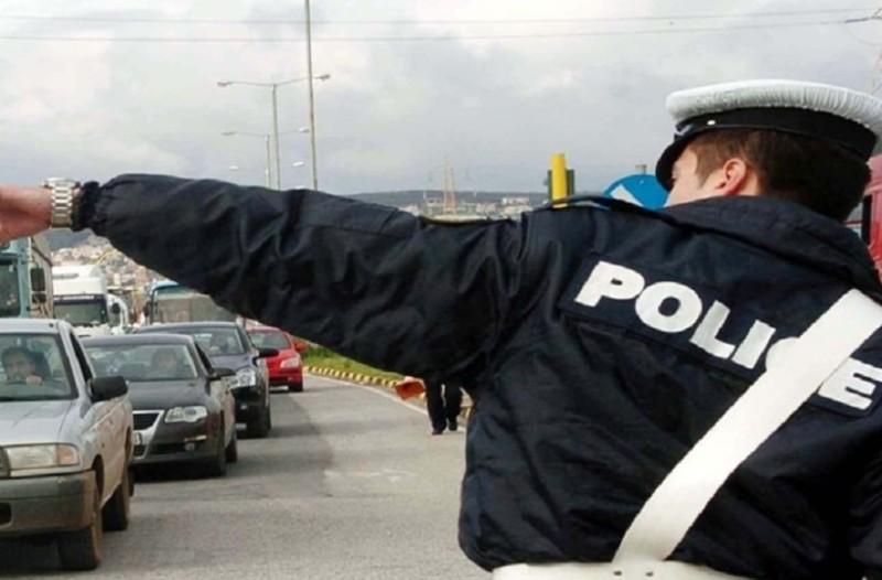 Απίστευτο περιστατικό στη Λαμία: Τροχονόμος «δίνει γερό μάθημα» σε παραβάτη!