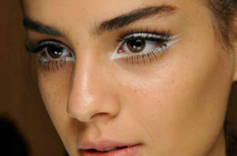 White eyeliner: Αυτό είναι το make up trend του καλοκαιριού! Κάνε τα μάτια σου να φαίνονται πιο ξεκούραστα!