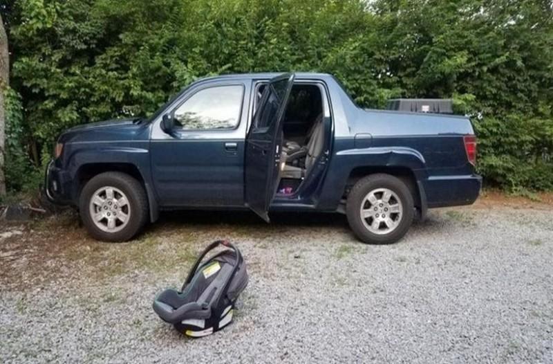 Απίστευτη τραγωδία: Ξέχασε το μωρό μέσα στο αυτοκίνητο και πέθανε!