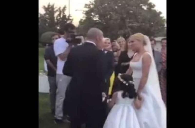 Γάμος Ασημακοπούλου-Τσιρίλο: Το νυφικό και η τρυφερή αγκαλιά! (video)