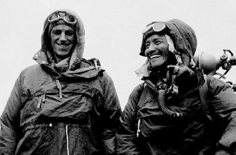 Σαν σήμερα στις 29 Μαΐου το 1953 ο Σερ Έντμουντ Χίλαρι και ο Τενζίνγκ Νοργκάι κατακτούν την κορυφή του Έβερεστ!