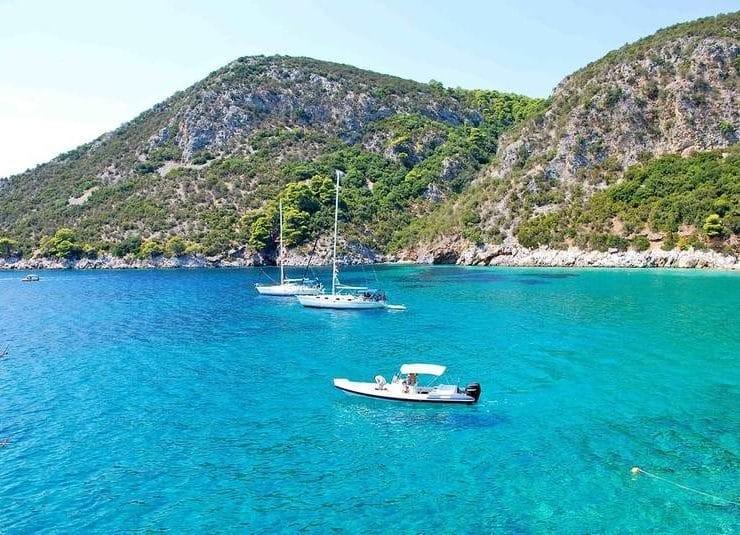 Αγκίστρι: 5+1 παραλίες για να απολαύσετε τις βουτιές σας στο νησάκι του Σαρωνικού (photos)