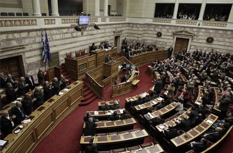 Χαμός στη Βουλή!