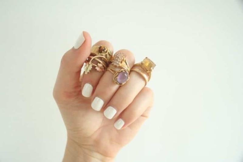 Λευκά νύχια: To απόλυτο καλοκαιρινό μανικιούρ έχει κανόνες!