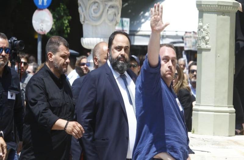 Το μεγαλείο του... Παύλου: Ο Βαγγέλης Μαρινάκης στην κηδεία του Γιαννακόπουλου! Έντονες αποδοκιμασίες από οπαδούς του Παναθηναϊκού (video)