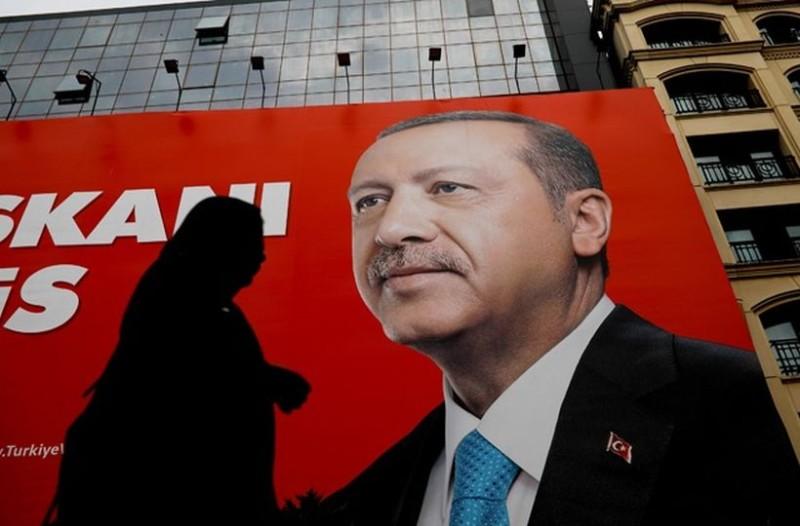 Τουρκία: Θρίαμβος Ερντογάν, εκλέγεται πρόεδρος από τον α' γύρο και παίρνει και τη Βουλή!