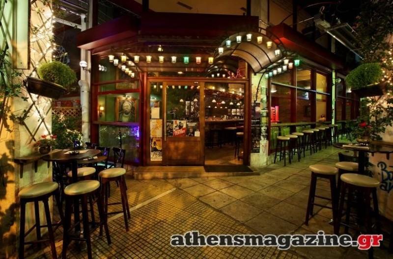 Ένα ατμοσφαιρικό street bar που εδώ και 8 χρόνια διατηρεί αναλλοίωτο το ύφος του στα Εξάρχεια!