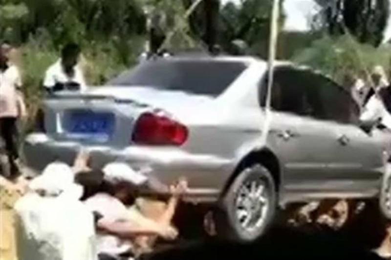 Απίστευτο και όμως αληθινό! Πήρε το αυτοκίνητο του.... στον τάφο του! (video)
