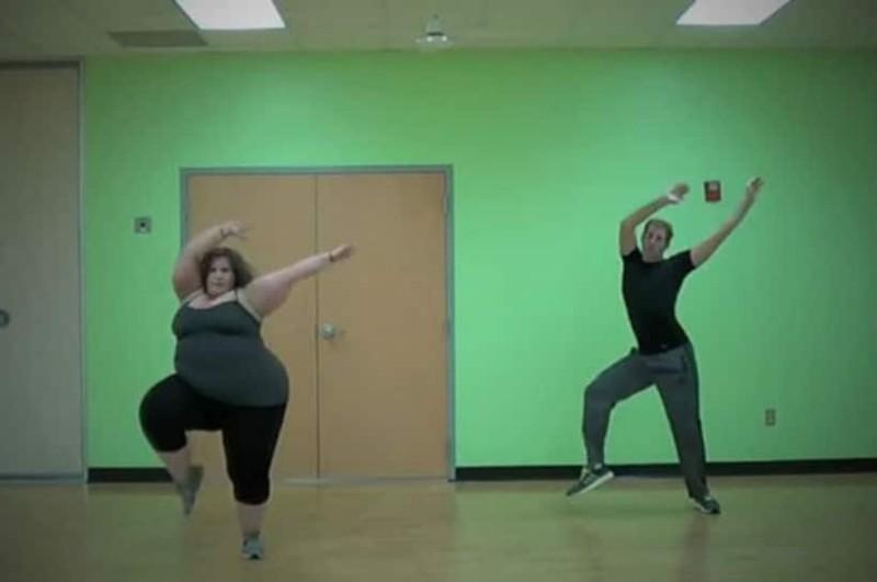 Η εύσωμη χορεύτρια που έκανε το Internet να υποκλιθεί (videos)