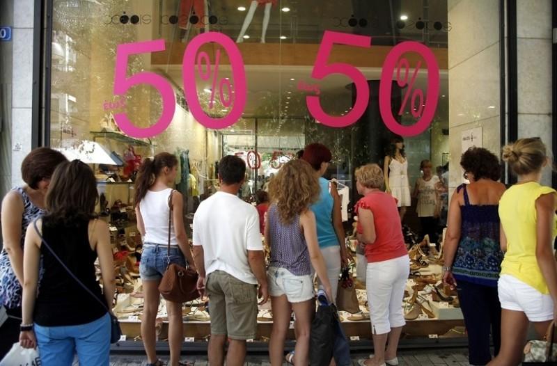 b845c07d9048 Θερινές εκπτώσεις  Πότε ξεκινούν και ποιες Κυριακές ανοίγουν τα καταστήματα