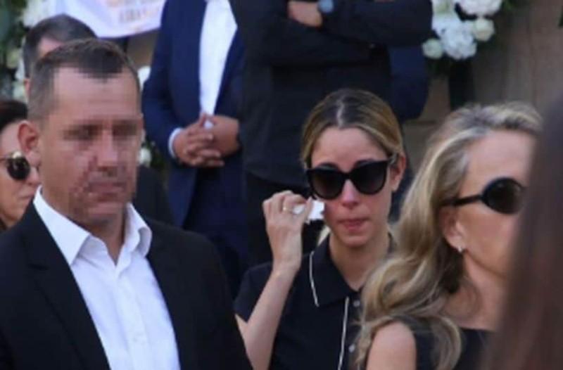 Κηδεία Σωκράτη Κόκκαλη τζούνιορ: Δεν άντεξε η Δούκισσα Νομικού και κατέρρευσε!