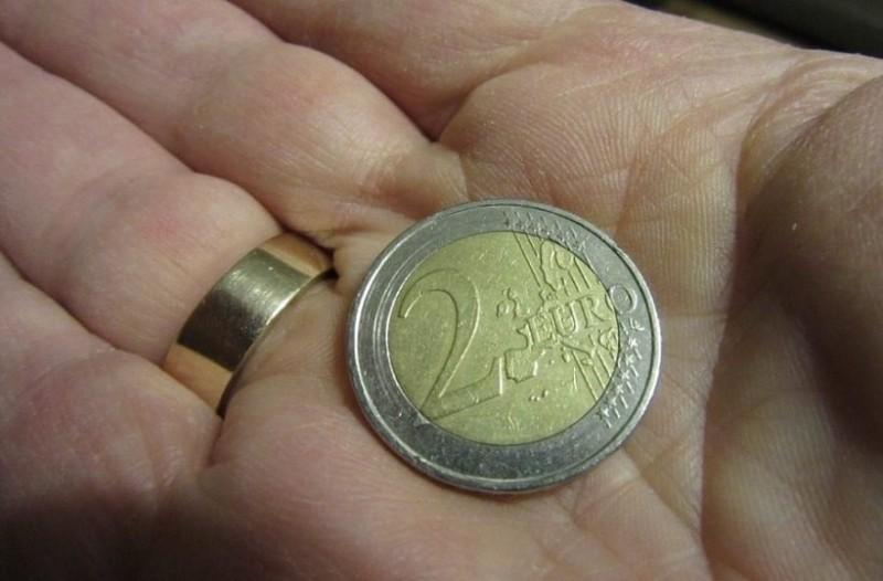 Κυκλοφόρησαν τα νέα ελληνικά κέρματα των 2 ευρώ!
