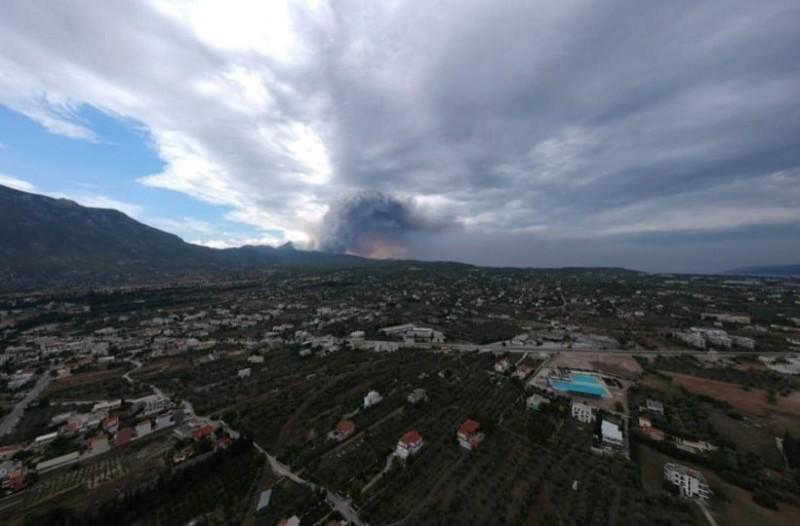 Η φωτιά στην Κινέτα πλησιάζει προς Αλεποχώρι και Λουτράκι!