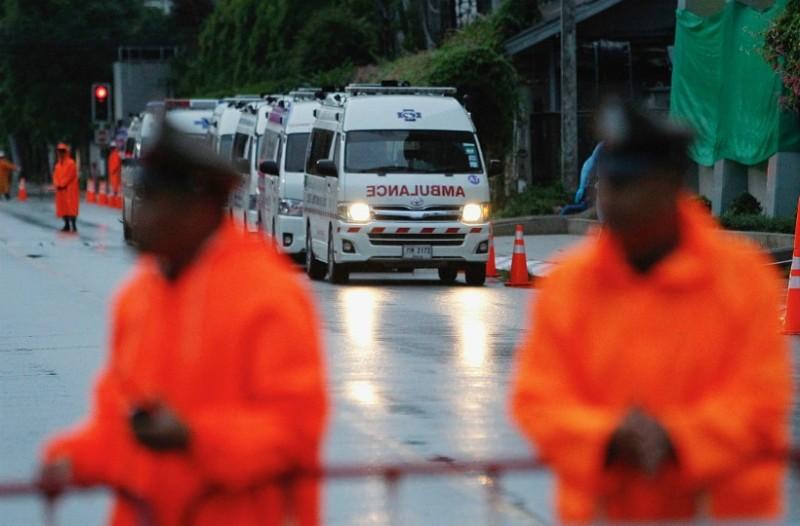 Συγκίνηση: Απεγκλωβίστηκαν όλα τα παιδιά στην Ταϊλάνδη και ο προπονητής τους!
