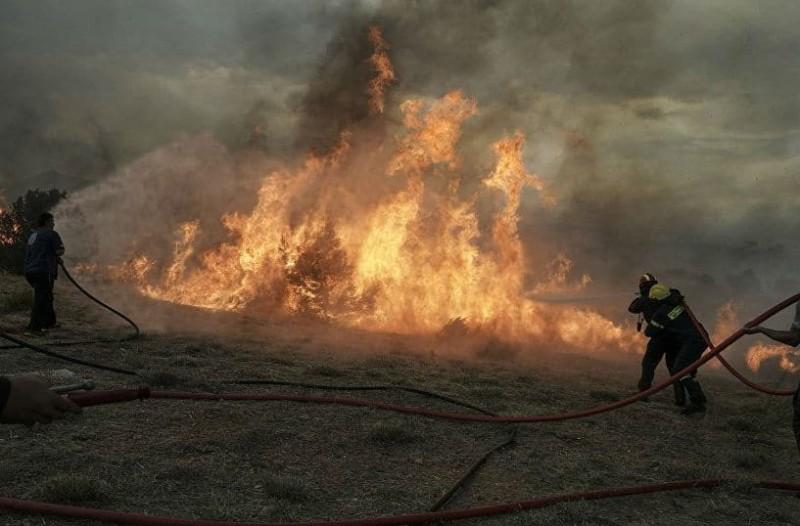 Σε πλήρη εξέλιξη οι φωτιές σε Καλλιτεχνούπολη και Κινέτα