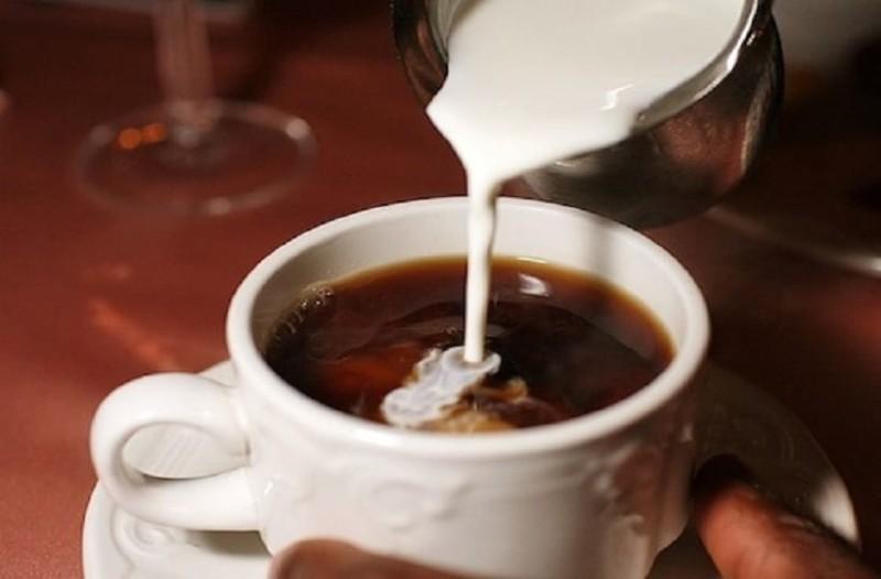 Αυτός είναι ο λόγος που δεν κάνει να βάζεις γάλα στον καφέ! - Εσύ το γνώριζες;