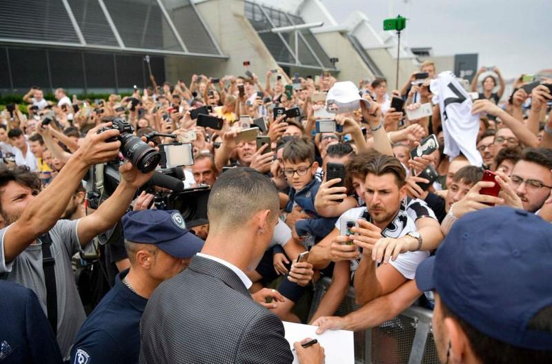 Τρέλα στο Τορίνο! Αποθεώνουν τον Κριστιάνο Ρονάλντο (photos)