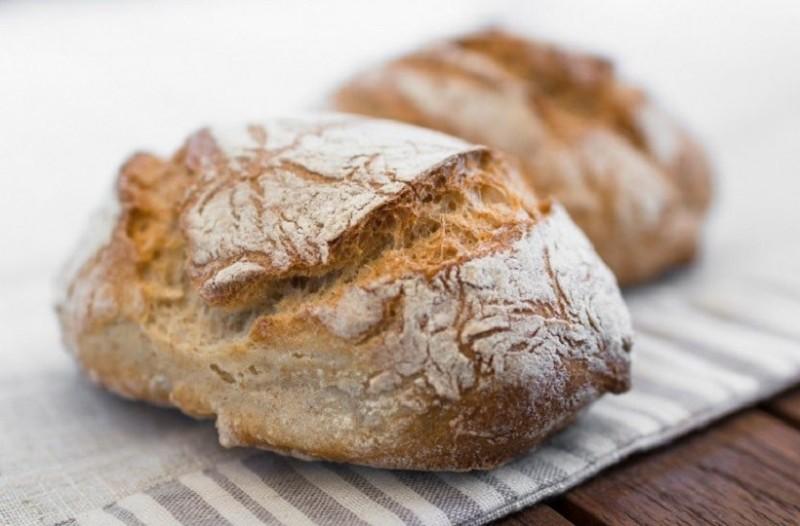 Γιατί δεν πρέπει να αφήνουμε το ψωμί στον πάγκο της κουζίνας!