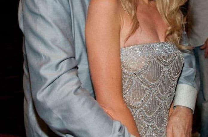 Πασίγνωστος ηθοποιός παντρεύεται την επί 28 χρόνια νεότερη σύντροφο του!