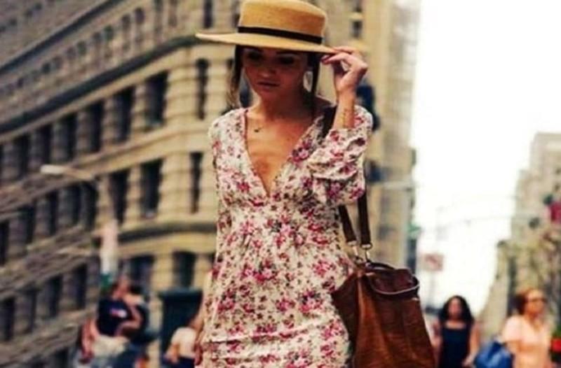 Floral αέρινο φόρεμα  Πώς θα το συνδυάσεις σωστά για τις πιο ρομαντικές  εμφανίσεις! 476e20f7ef9