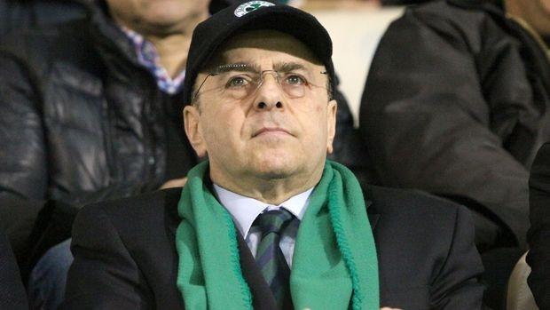 ... ο Δημήτρης Γιαννακόπουλος με προσωπική του δήλωση στράφηκε κατά του  Γιάννη Αλαφούζου χαρακτηρίζοντάς τον «και με τη βούλα εχθρό του Παναθηναϊκού ». b0f2eeb8ecd