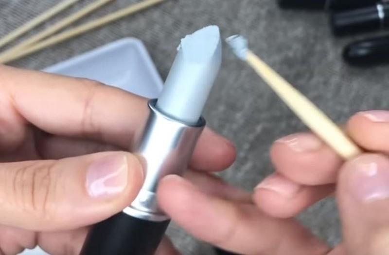 Αυτό που κάνει είναι μοναδικό: Έργα τέχνης πάνω σε κραγιόν! (Video)