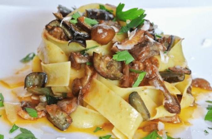Παπαρδέλες με μανιτάρια μελιτζάνες και μοτσαρέλα! (video)