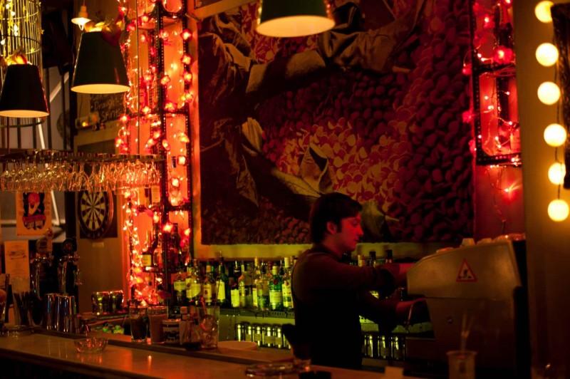 3+1 στέκια στα Πετράλωνα για να απολαύσετε το ποτό σας ή το φαγητό σας! - Athens Guide