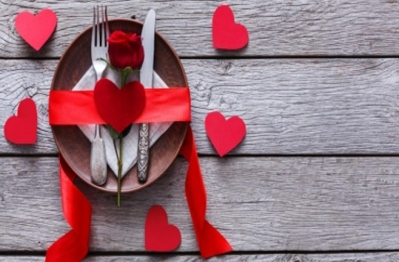 Ζώδια και ερωτικό γεύμα: Ποιες προτιμήσεις έχει το καθένα;