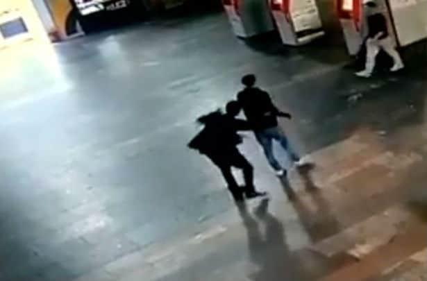 Μόσχα: Βίντεο ντοκουμέντο από την επίθεση με μαχαίρι!