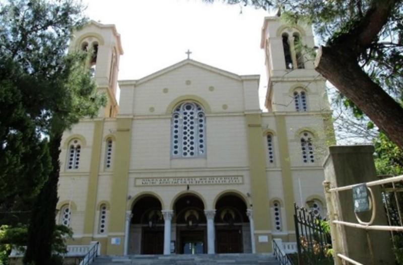 Απίστευτο: Εισέβαλαν σε εκκλησία στο κέντρο της Αθήνας και διέκοψαν τη λειτουργία!